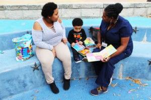 La enfermera de NFP Andrea, Yodelis, y su hijo Nathan.