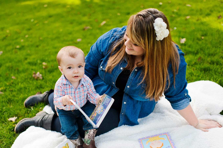 baby-woman-picnic
